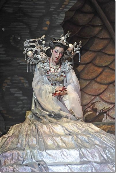 Lise Lindstrom as Turandot. (Photo by Gaston de Cardenas)