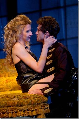 Nina Arianda and Hugh Dancy in Venus in Fur. (Photo by Joan Marcus)
