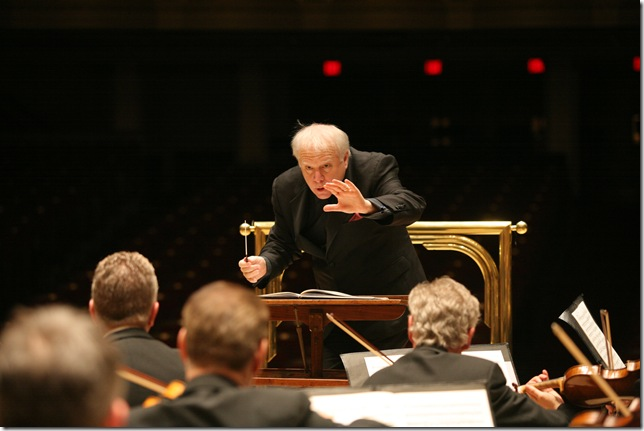 Leonard Slatkin conducts the Detroit Symphony Orchestra. (Photo by Donald Dietz)