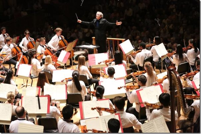 Michael Tilson Thomas leads the Tanglewood Music Center Orchestra. (Photo by Hilary Scott)