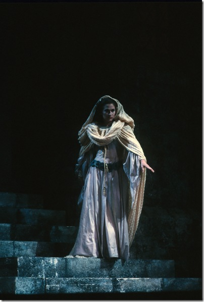 Phyllis Treigle as Mina in the 1990 production of Verdi's