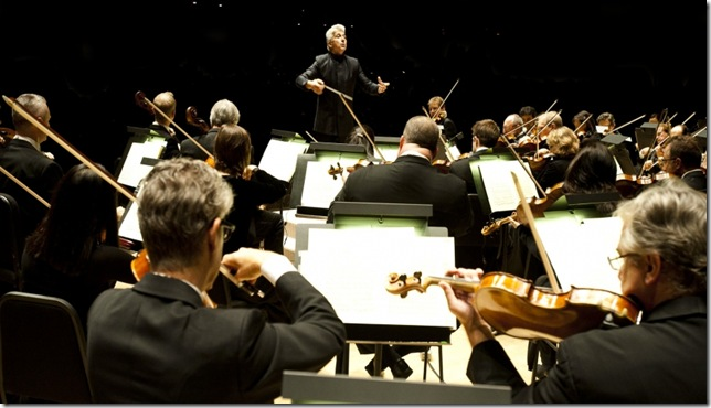 Peter Oundjian conducts the Toronto Symphony Orchestra. (Photo by Sian Richards)