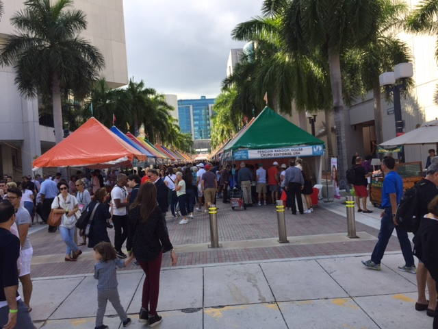 Crowds at the Miami Book Fair on Sunday. (Photo by Chauncey Mabe)