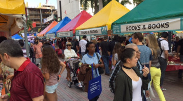 Politics weighed heavy on vibrant Miami Book Fair