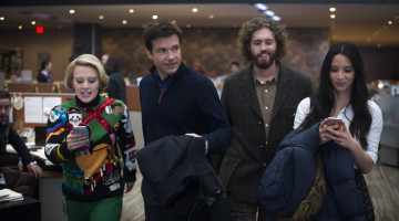 Sophomoric, witless 'Office Christmas Party' is a waste of fine comics