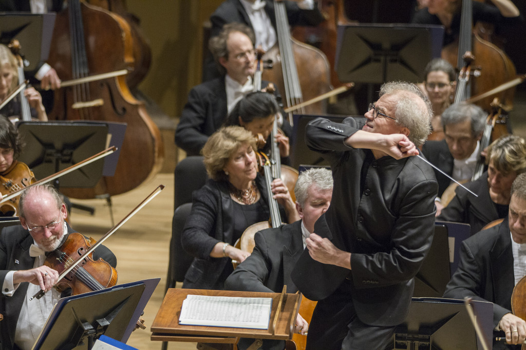 Osmo Vänskä and the Minnesota Orchestra. (Photo by Greg Helgeson)