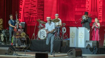 Postmodern Jukebox warms up chilly Boca Fest finale